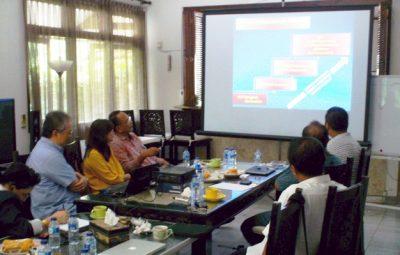 Diskusi Reboan Membahas Persoalan Politik Dan Ekonomi Global
